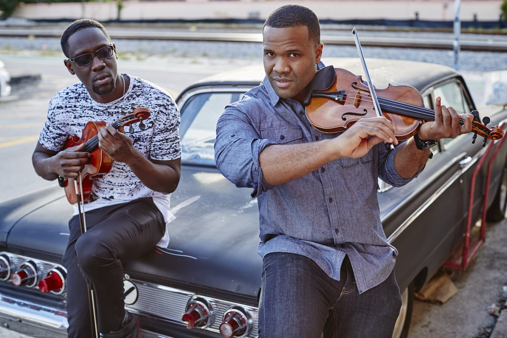 kun_black_violin